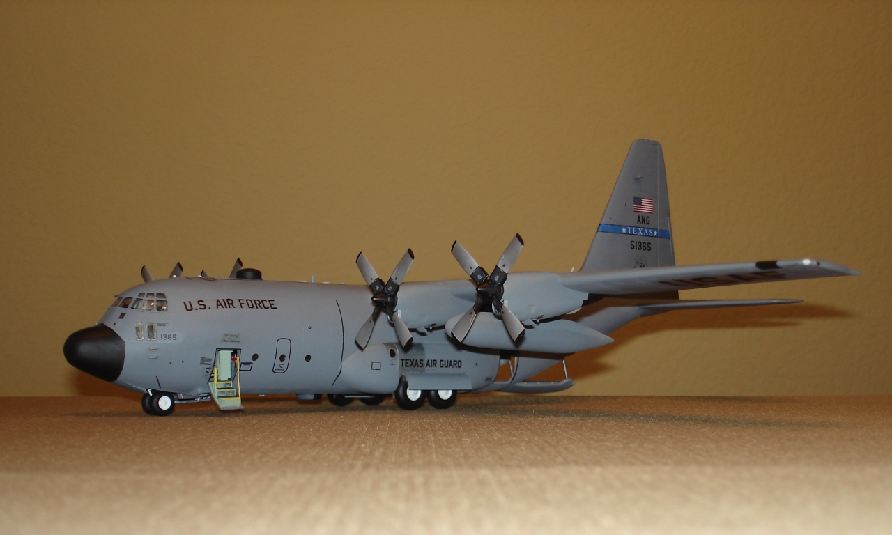 Large Scale Airplane Model Kits - The Best and Latest